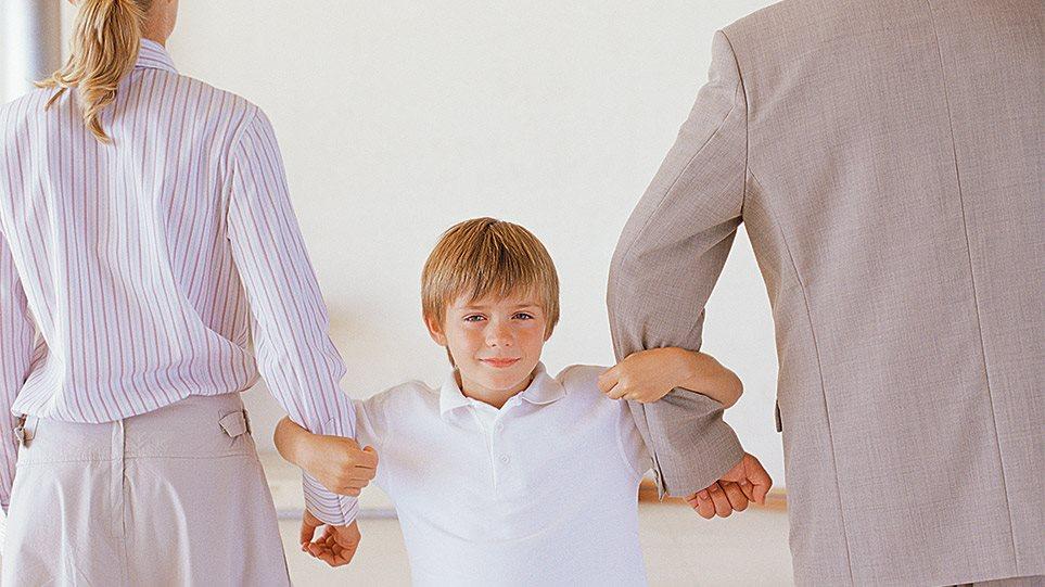 Αλλάζει το οικογενειακό δίκαιο για τους διαζευγμένους γονείς