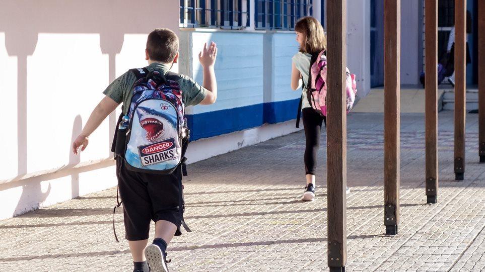 Κορωνοϊός και παιδιά: Πόσο συμβάλλει το σχολείο στη μεταδοτικότητα