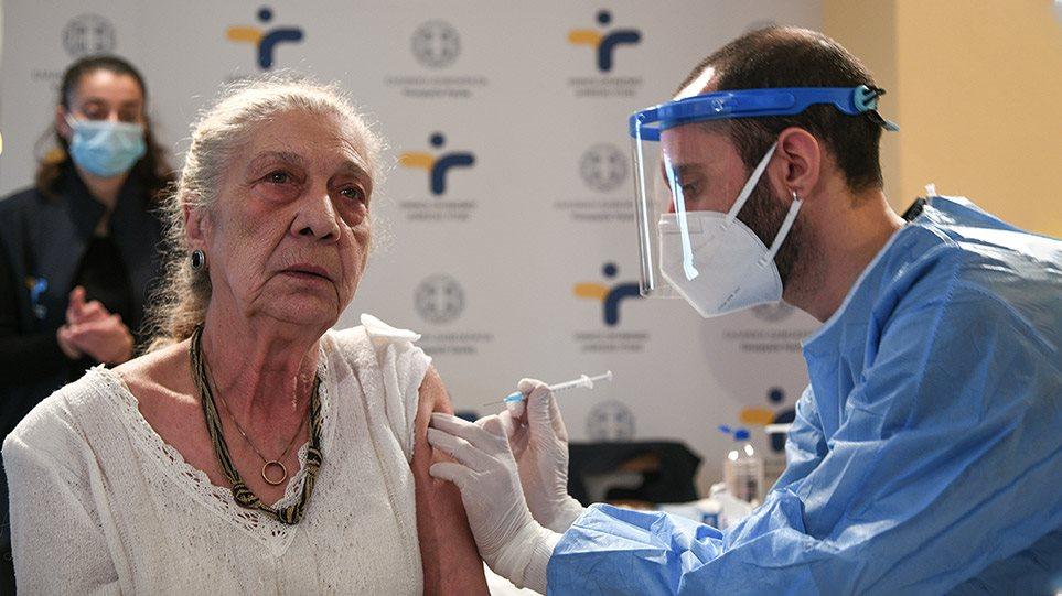 Εμβολιασμοί: Ανοίγει αύριο η πλατφόρμα των ραντεβού για τους άνω των 85 – Αναλυτικά η διαδικασία