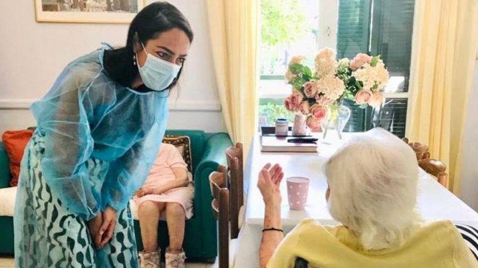 Κορωνοϊός: Ελληνίδα 117 χρονών εμβολιάστηκε κατά της Covid-19 – Ποια είναι