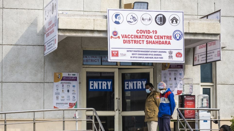 Κορωνοϊός – Ινδία: Ένας στους τρεις πολίτες δεν πήγε να εμβολιαστεί