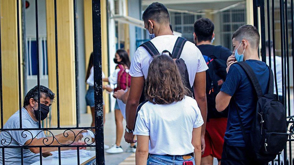 Προς Φλεβάρη η επιστροφή στα θρανία για Γυμνάσια και Λύκεια – Στον «πάγο» η εστίαση