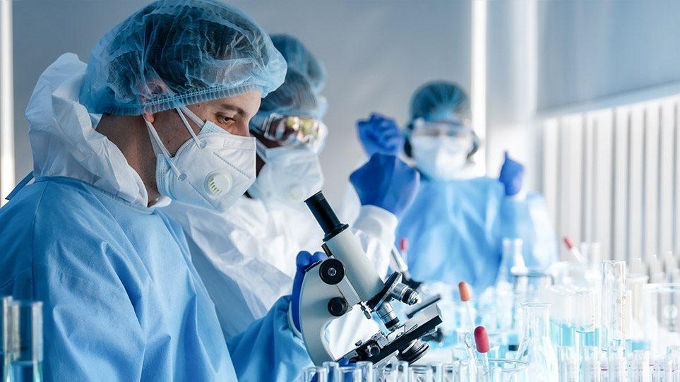 Ο… επόμενος «γρίφος» της πανδημίας: Ο κορωνοϊός «αντεπιτίθεται» με μεταλλάξεις – Τι σημαίνει αυτό για μάσκες και εμβόλια