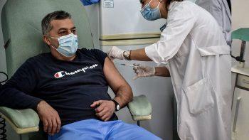 Πάει πίσω το πρόγραμμα εμβολιασμών στην Ελλάδα – Πόσα εμβόλια θα παραλάβουμε και πότε