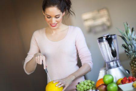 Αποχυμωτής ή μπλέντερ: Πότε ο χυμός διατηρεί τα θρεπτικά του συστατικά