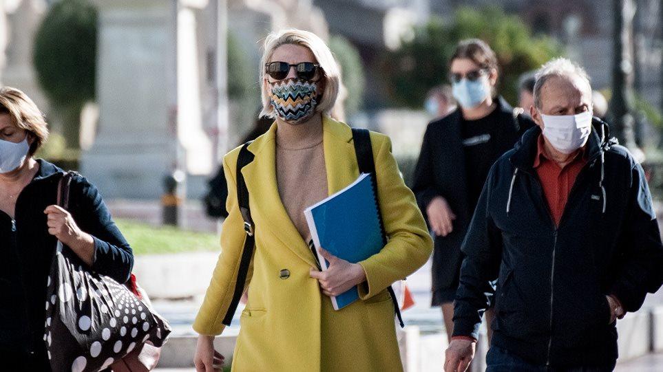 Κορωνοϊός: Πόσο περισσότερο μας προστατεύει η διπλή μάσκα