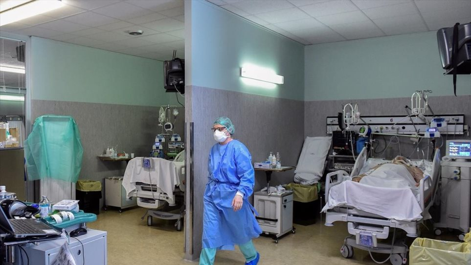 Το τρίτο κύμα της πανδημίας επελαύνει: 1.500 νέα κρούσματα Covid-19 την ημέρα