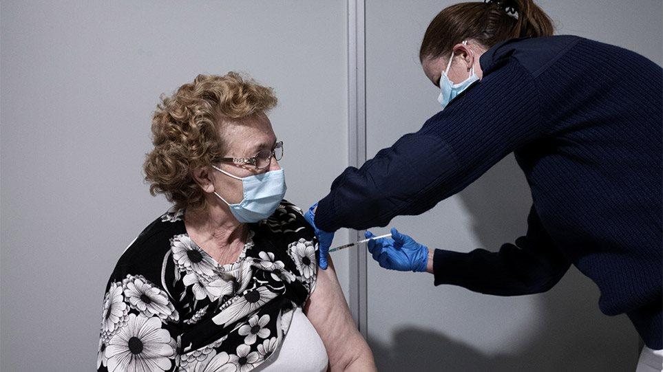 Τα τρία «όπλα» των εμβολίων που γέρνουν την πλάστιγγα στη μάχη με τον κορωνοϊό