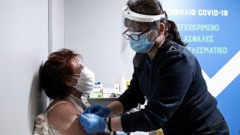Εμβολιασμοί: «Τρέχουν» με ταχείς ρυθμούς – Πότε θα «ανοίξει» η πλατφόρμα για τους κάτω των 50 ετών