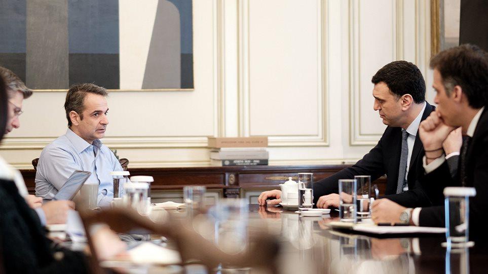 Κορωνοϊός: Οι μεταλλάξεις φέρνουν νέα μέτρα – Συνεδριάζουν αύριο οι ειδικοί, ανακοινώσεις Κικίλια το απόγευμα