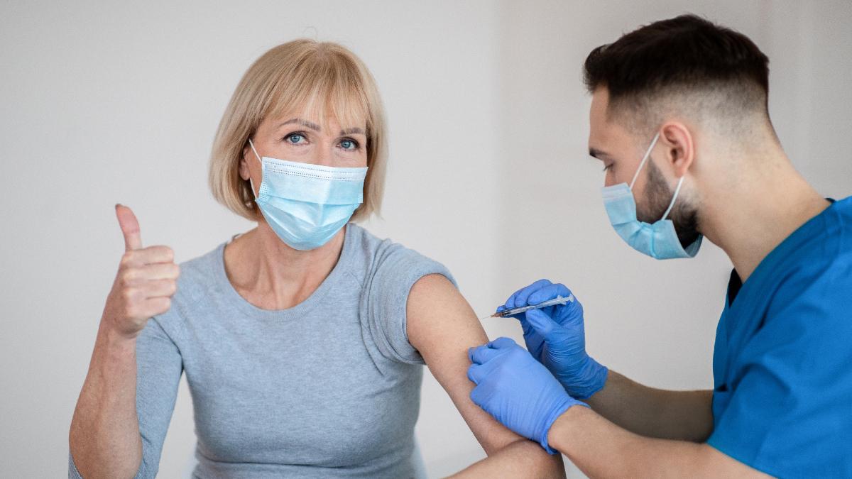 Κορωνοϊός – Εμβόλιο: Κάνατε και τη δεύτερη δόση; Τρεις SOS κινήσεις που πρέπει να κάνετε τώρα