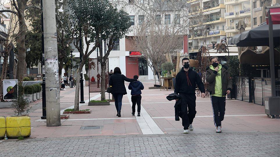 «Κλειδώνει» η παράταση κυκλοφορίας τα σαββατοκύριακα – Παραμένει ο περιορισμός μετακινήσεων εντός δήμου