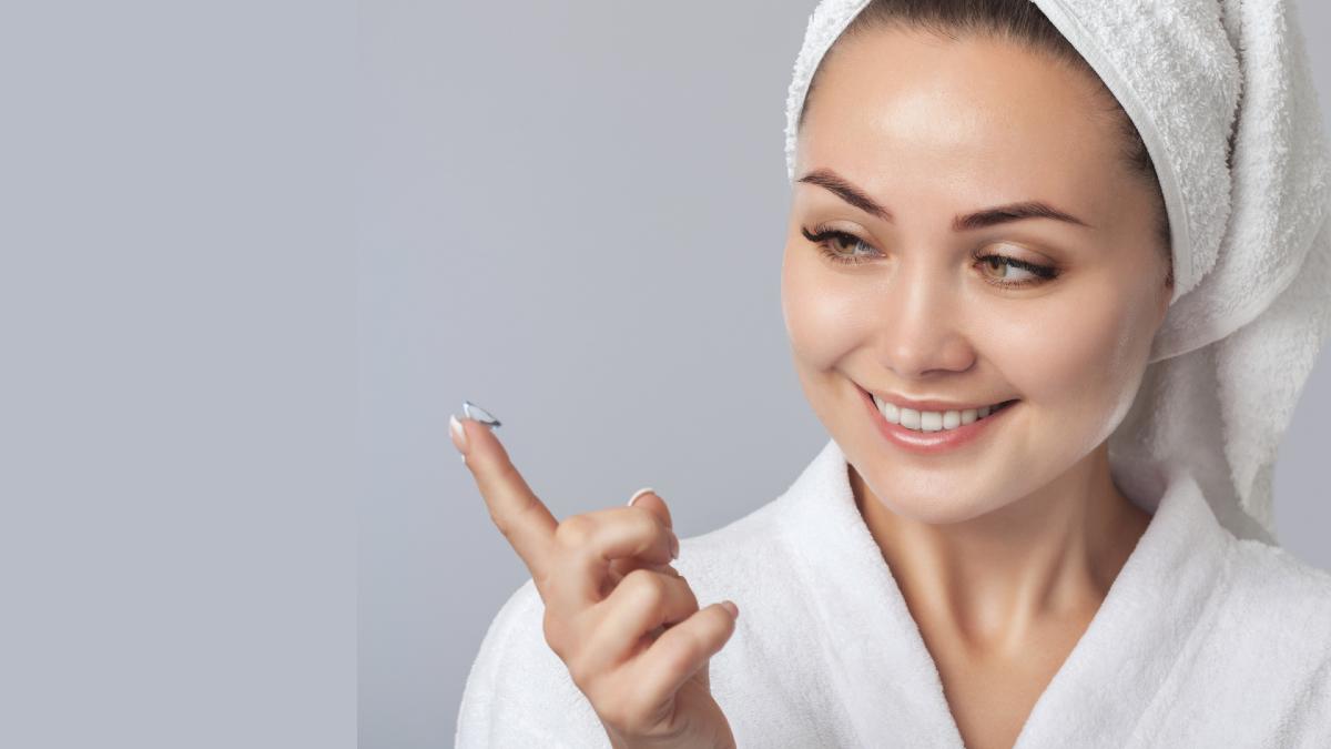 Φακοί επαφής: Δύο κακές συνήθειες που πολλαπλασιάζουν τον κίνδυνο για τα μάτια σας