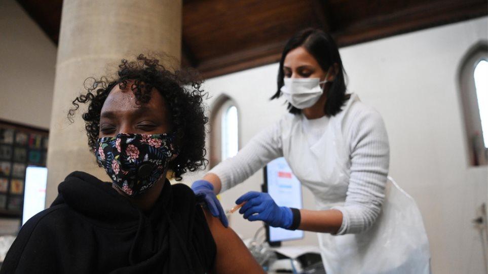 Ηνωμένο Βασίλειο: Στις 30 οι περιπτώσεις θρομβώσεων μετά τη χρήση εμβολίου της AstraZeneca