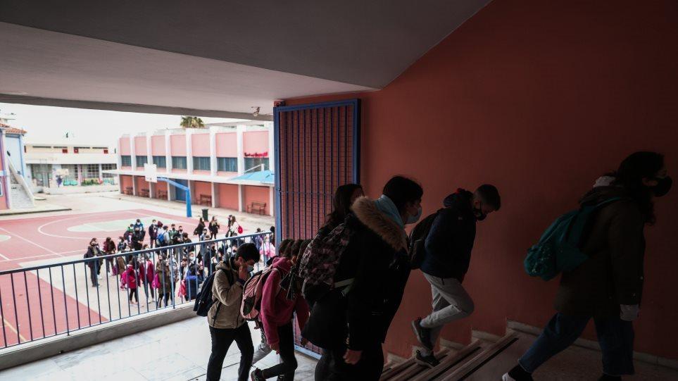 Κεραμέως: Κανονικά οι Πανελλαδικές – Πιθανή η παράταση του σχολικού έτους
