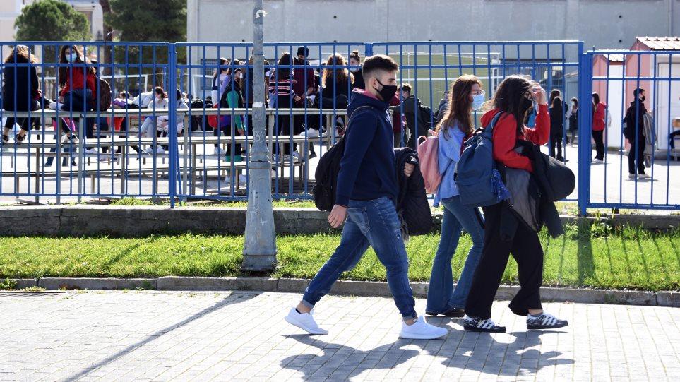 Σχολεία: Πώς θα γίνει η επιστροφή των μαθητών με υποχρεωτικό self test