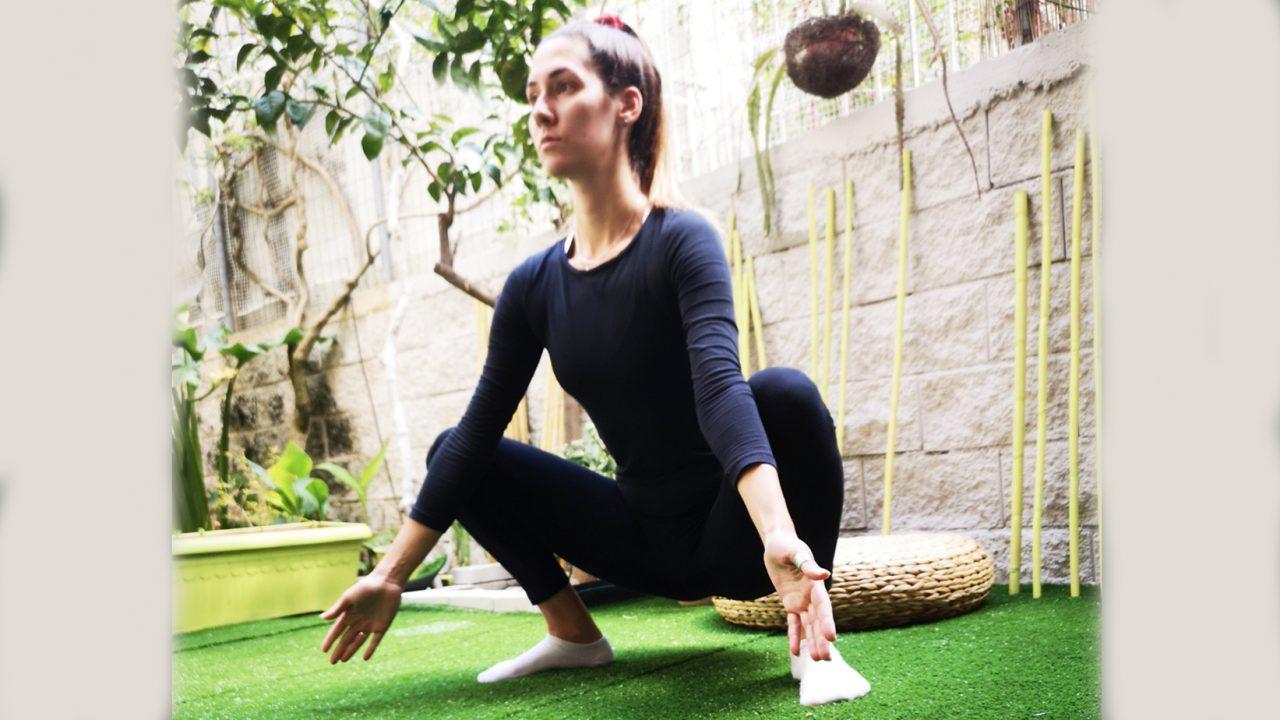 Η στάση που μειώνει το κοιλιακό λίπος, βελτιώνει την πέψη και ενεργοποιεί τον μεταβολισμό – Δοκιμάστε την