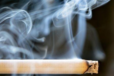 Έρευνα: Οι Έλληνες καπνίζουν περισσότερο κατά τη διάρκεια του lockdown