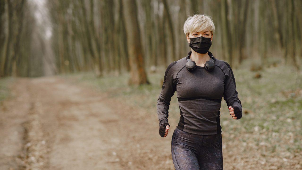 Υφασμάτινες μάσκες: Δείτε πόσο μας κουράζουν στην προπόνηση