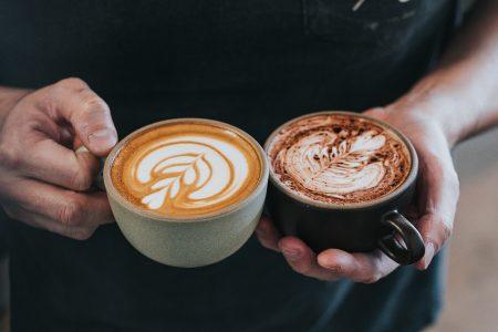 Εσπρέσο ή καπουτσίνο; Τι αποκαλύπτει ο καφές που πίνετε για την πίεση και την καρδιά σας