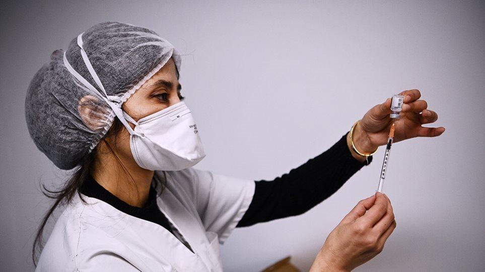 Εμβολιασμοί: Στη «μάχη» 1.500 εμβολιαστικά κέντρα – Στόχος τα 4 εκατ. εμβόλια τον Ιούνιο