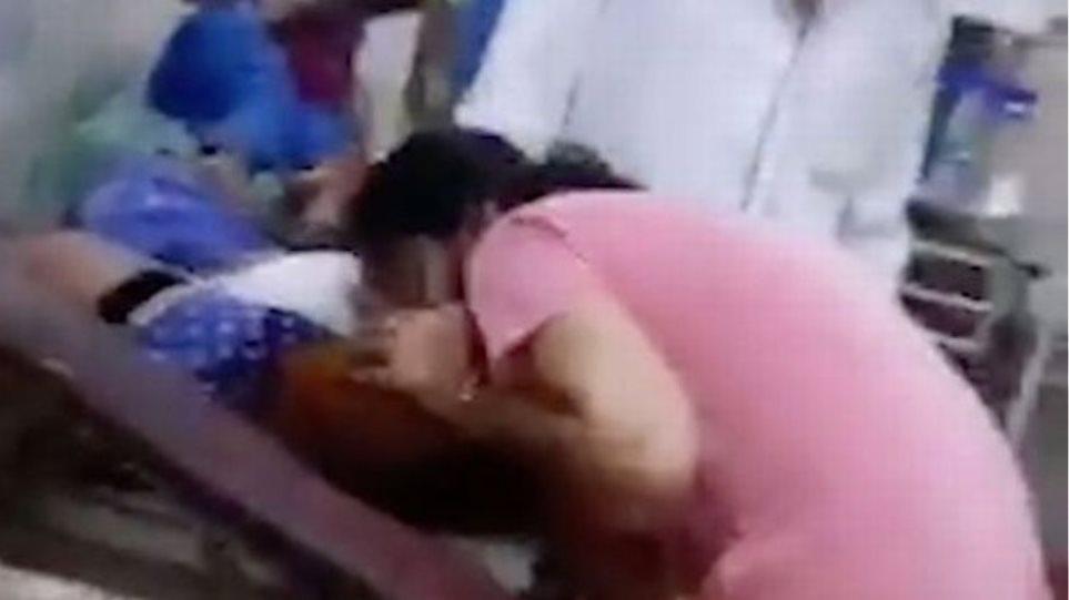 Κορωνοϊός – Βίντεο: Γυναίκα στην Ινδία επιχειρεί ανάνηψη στόμα με στόμα στη μητέρα της
