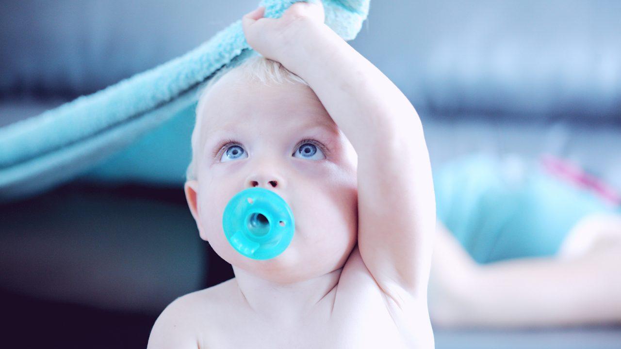 Τροφικές αλλεργίες: Η «αθώα» κίνηση που αυξάνει τον κίνδυνο για τα παιδιά