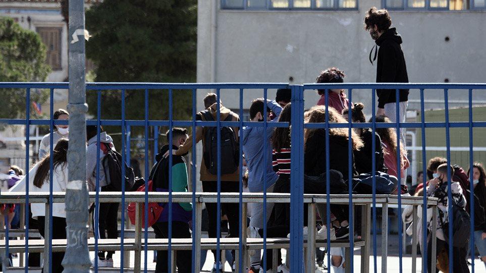 Σχολεία: Τη Δευτέρα το πρώτο κουδούνι για Νηπιαγωγεία, Δημοτικά και Γυμνάσια – Τι ισχύει για τα self test