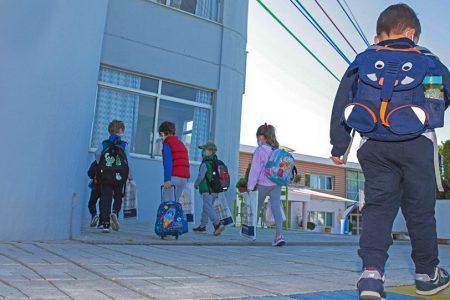 Σχολεία: Τα self test και οι εμβολιασμοί τα «όπλα» για να μη ξανακλείσουν οι σχολικές αίθουσες