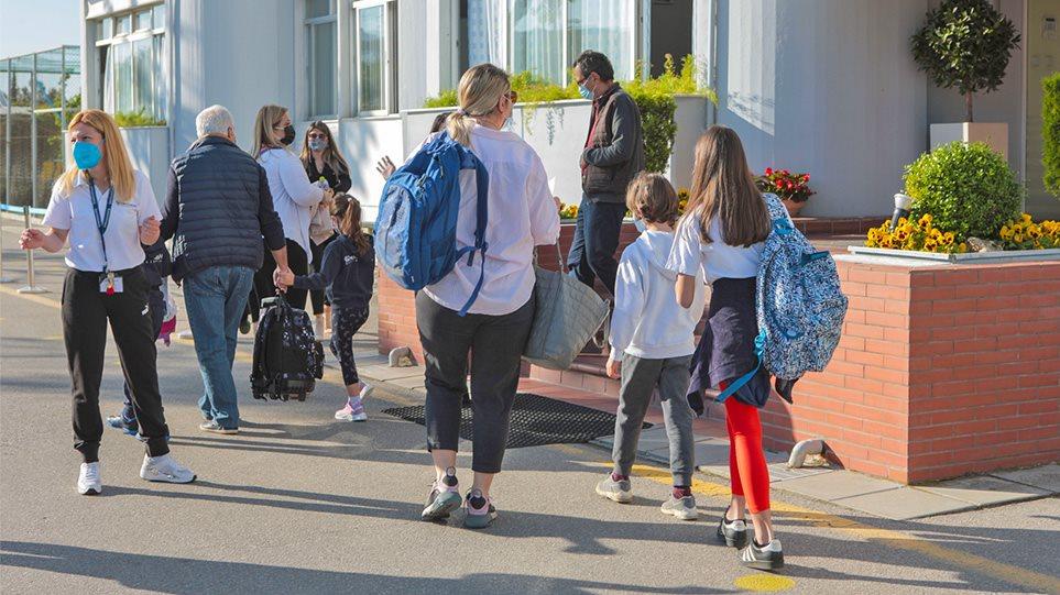 Σχολεία: Το μεγάλο στοίχημα με τα self test – Στόχος να μην κλείσουν ξανά οι αίθουσες