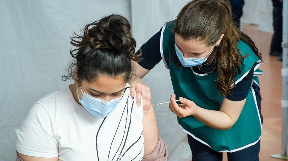 Κορωνοϊός: Μια δόση εμβολίου για όσους έχουν νοσήσει συστήνει η Επιτροπή Εμβολιασμών