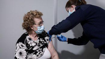 Εμβολιασμοί: «Θωρακισμένο» έναντι του κορωνοϊού το 70% των 60άρηδων και άνω, μέχρι το τέλος Μαϊου
