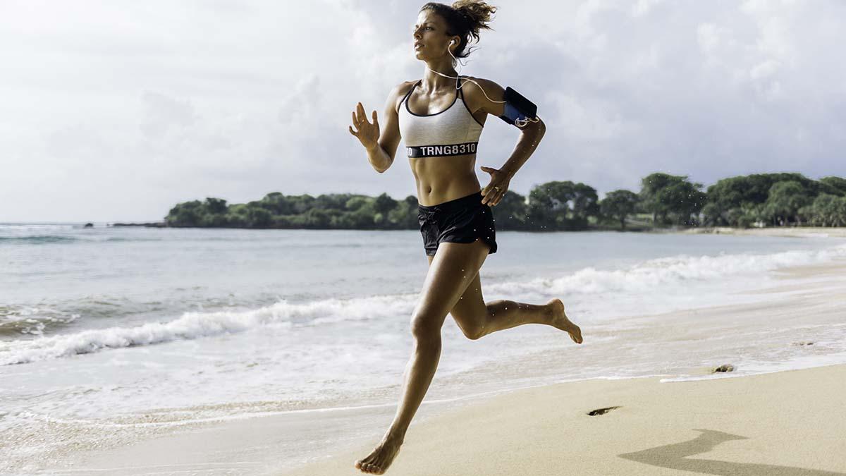 Aqua Sports: Έξι ασκήσεις που γίνονται στην παραλία για πολλές καύσεις