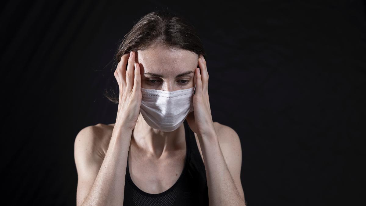 Κορωνοϊός – Επίμονα συμπτώματα: Απειλούν το 67% όσων νόσησαν «ελαφριά»