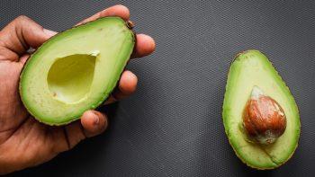 Το δημοφιλές εξωτικό φρούτο που ρίχνει πίεση και χοληστερόλη