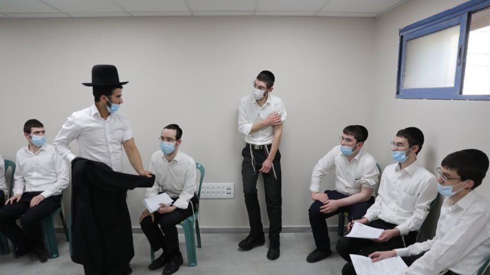 Το Ισραήλ επεκτείνει τον εμβολιασμό στους εφήβους 12-15 ετών