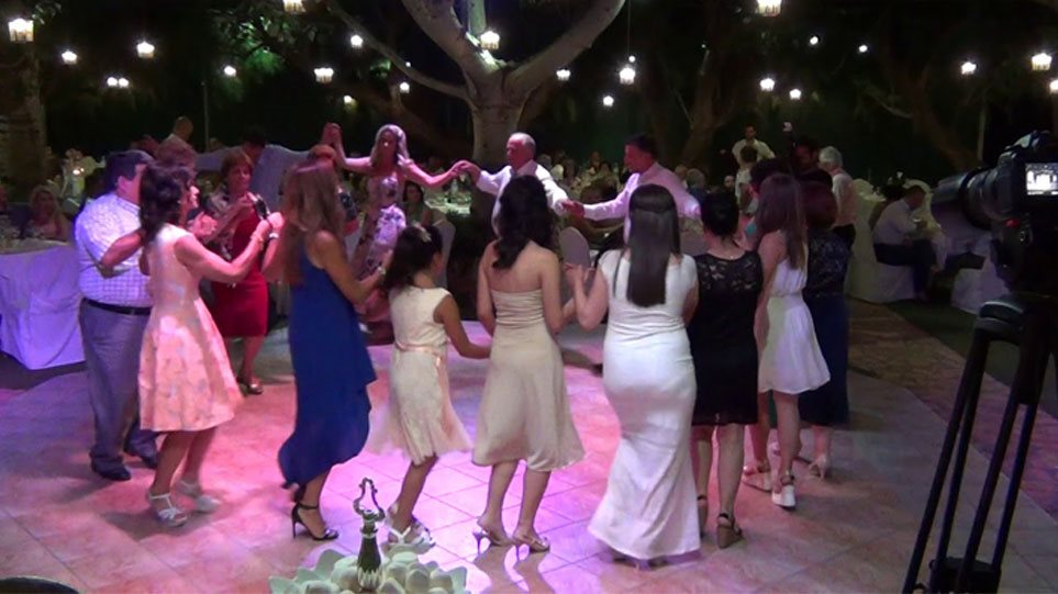 Χαλάρωση μέτρων: Γάμοι με 300 άτομα και μουσική αλλά χωρίς χορό – Διευκρινίσεις Παπαθανάση