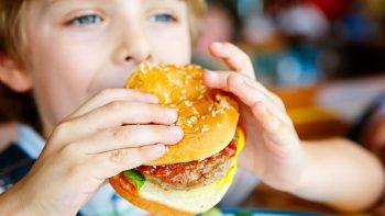 Τα επικίνδυνα τρόφιμα που αυξάνουν το βάρος, το λίπος και την περίμετρο της μέσης