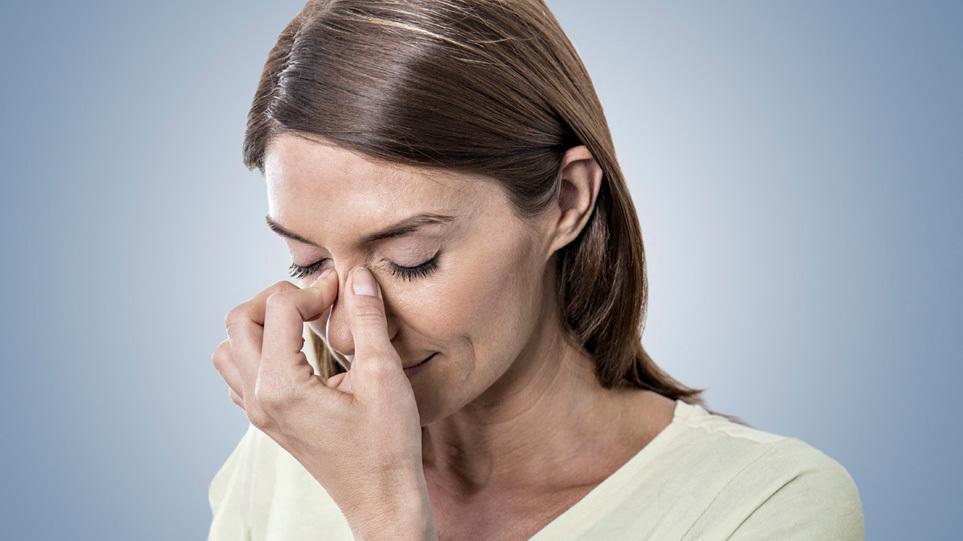 Κορωνοϊός -Συμπτώματα: Να γιατί κάποιοι τυχεροί περνούν… στο πόδι την Covid-19