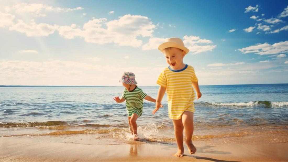 Ήλιος: Έτσι θα τον κάνετε φίλο και όχι εχθρό του ευαίσθητου παιδικού δέρματος