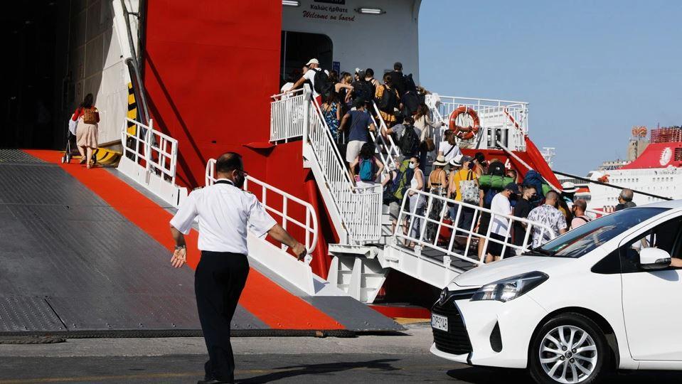 Το Λιμενικό άφησε εκτός πλοίων 2.500 άτομα το τριήμερο – Πλακιωτάκης: Δεν υπάρχει εφησυχασμός στους ελέγχους