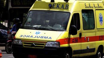 Πάτρα: Νεαρός λιποθύμησε στο δρόμο, λίγη ώρα αφότου είχε εμβολιαστεί