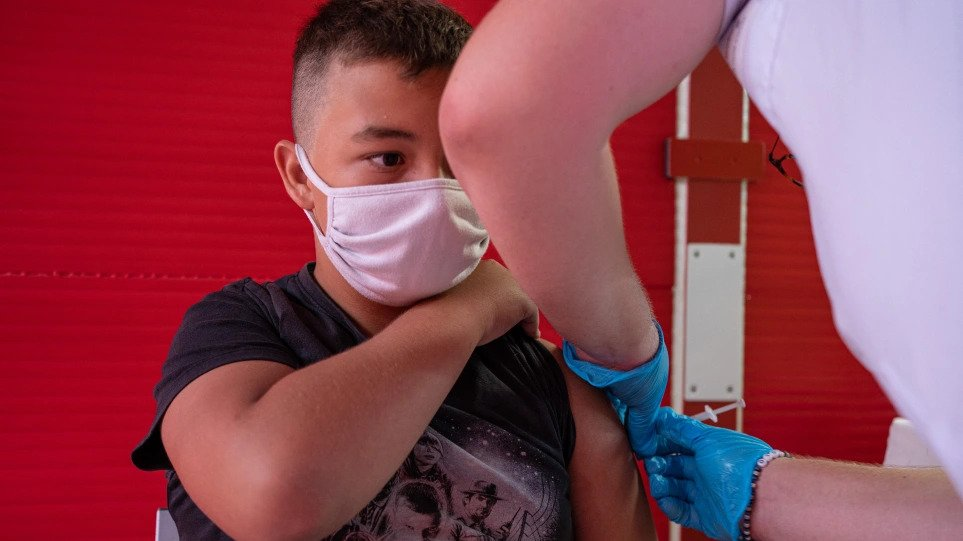 Εμβολιασμός: Το σκεπτικό της Επιτροπής για τους 12-14 – «Πηγή» νέων επιδημικών εξάρσεων τα παιδιά
