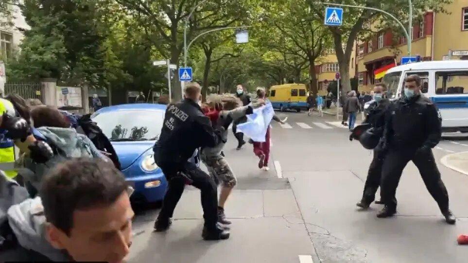 Διαδηλώσεις και στη Γερμανία κατά του lockdown: Επεισόδια στο Βερολίνο, 2000 αστυνομικοί στους δρόμους