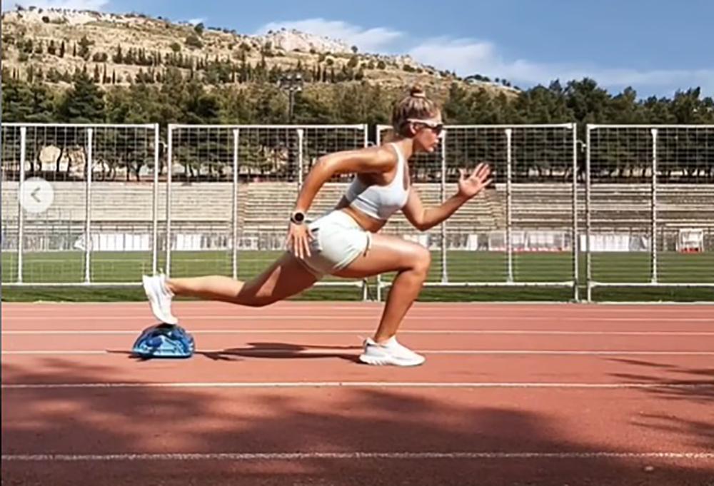 Τρεις super ασκήσεις για καύση λίπους, βελτίωση ευλυγισίας και δυνατούς κοιλιακούς