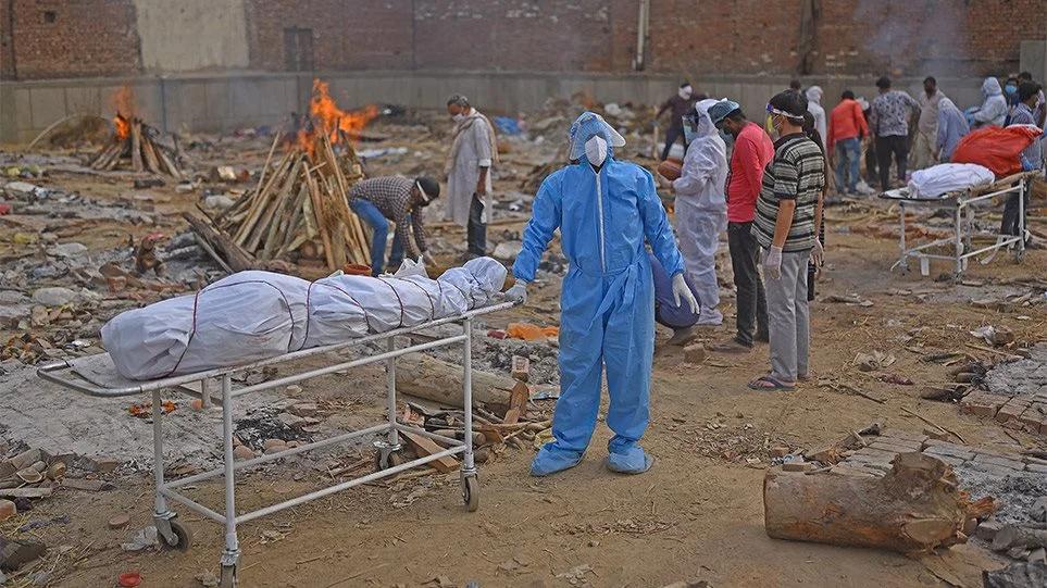 Ινδία: Στους 375 οι θάνατοι σε ένα 24ωρο – Πλησιάζουν το μισό εκατομμύριο συνολικά οι νεκροί
