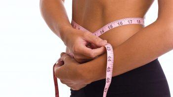 Διώξτε το λίπος από την κοιλιά με δύο αποτελεσματικές κινήσεις