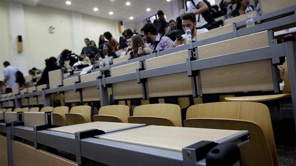 «Εμφύλιος» στα πανεπιστήμια για την επιστροφή των φοιτητών – Γιατί πολλοί ζητούν τηλεκπαίδευση