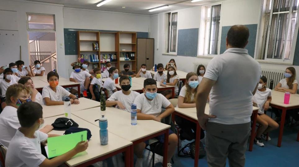 Μόνο με αρνητικό rapid test θα διδάσκουν οι ανεμβολίαστοι εκπαιδευτικοί στο Ισραήλ – Εμβολιασμένο τουλάχιστον με μια δόση μόλις το 65% του πληθυσμού