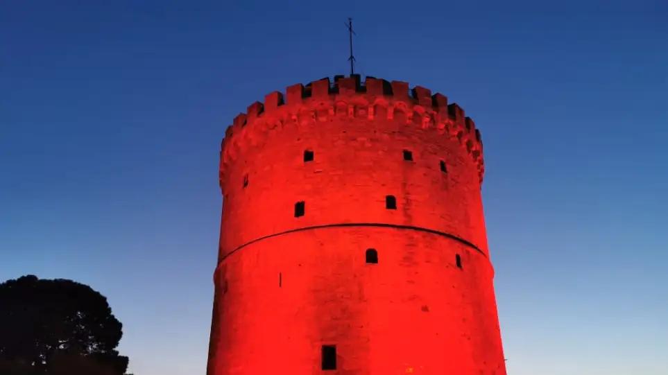 Θεσσαλονίκη: Στα κόκκινα ο Λευκός Πύργος για την Παγκόσμια Ημέρα Καρδιάς – Δείτε φωτογραφίες